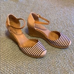 White mountain striped wedges with rope detail